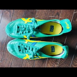 Women's Onitsuka Tiger green shoes. Size 9.5 US.
